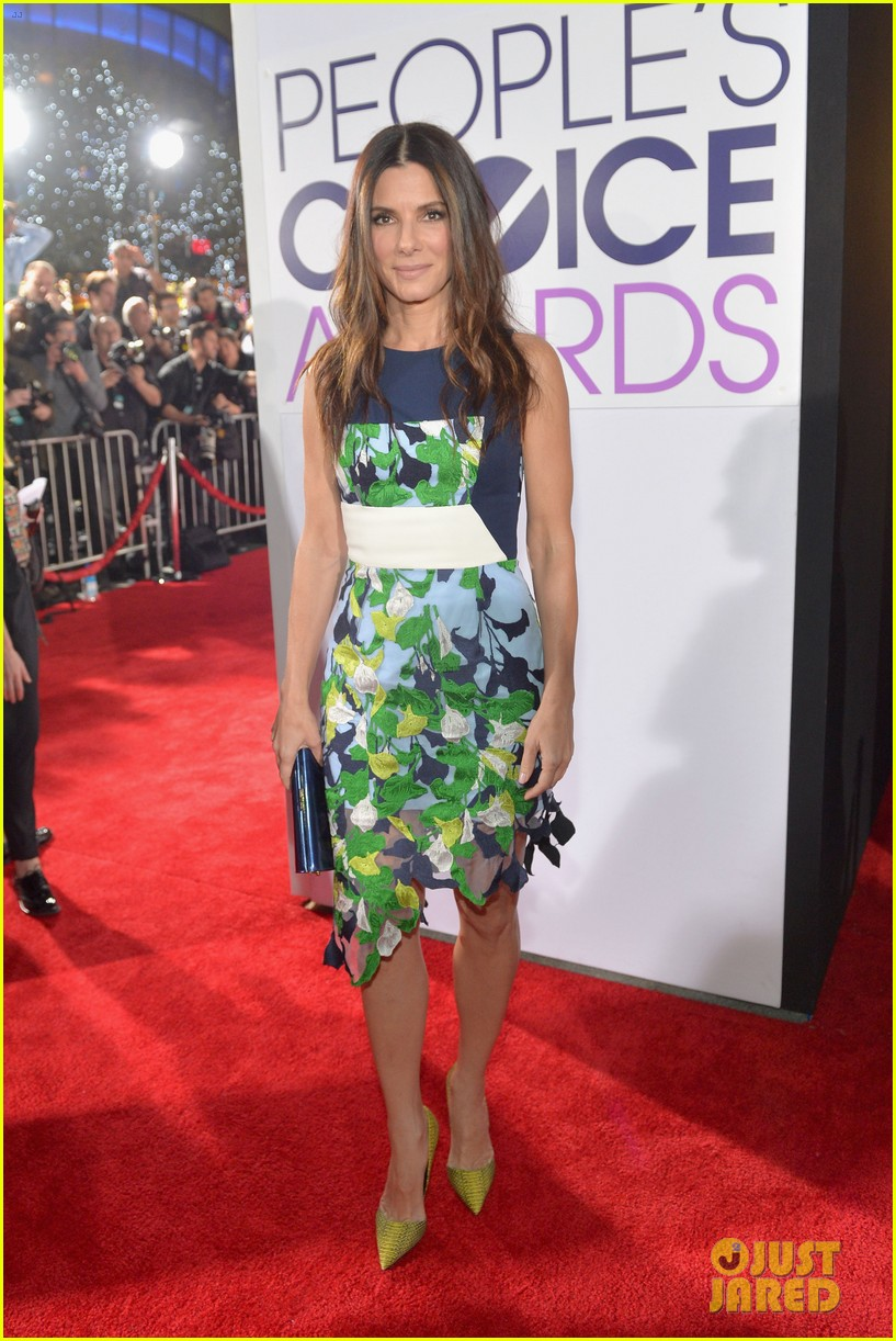sandra bullock peoples choice awards 2014 red carpet 083025565