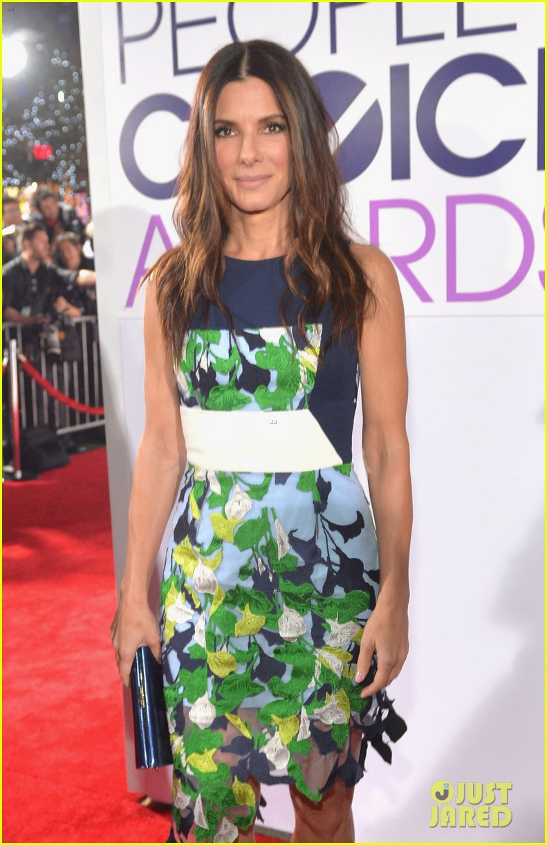 sandra bullock peoples choice awards 2014 red carpet 09