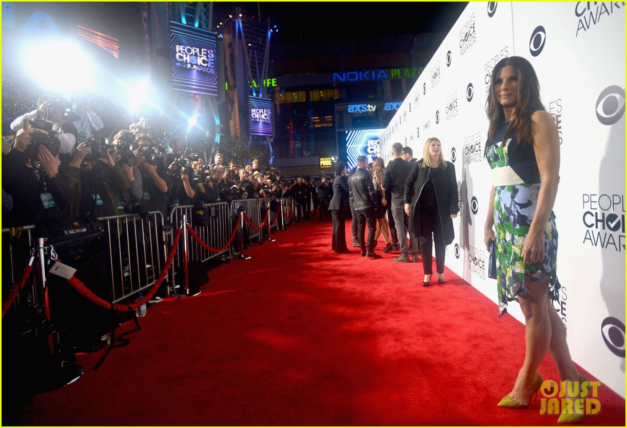 sandra bullock peoples choice awards 2014 red carpet 10
