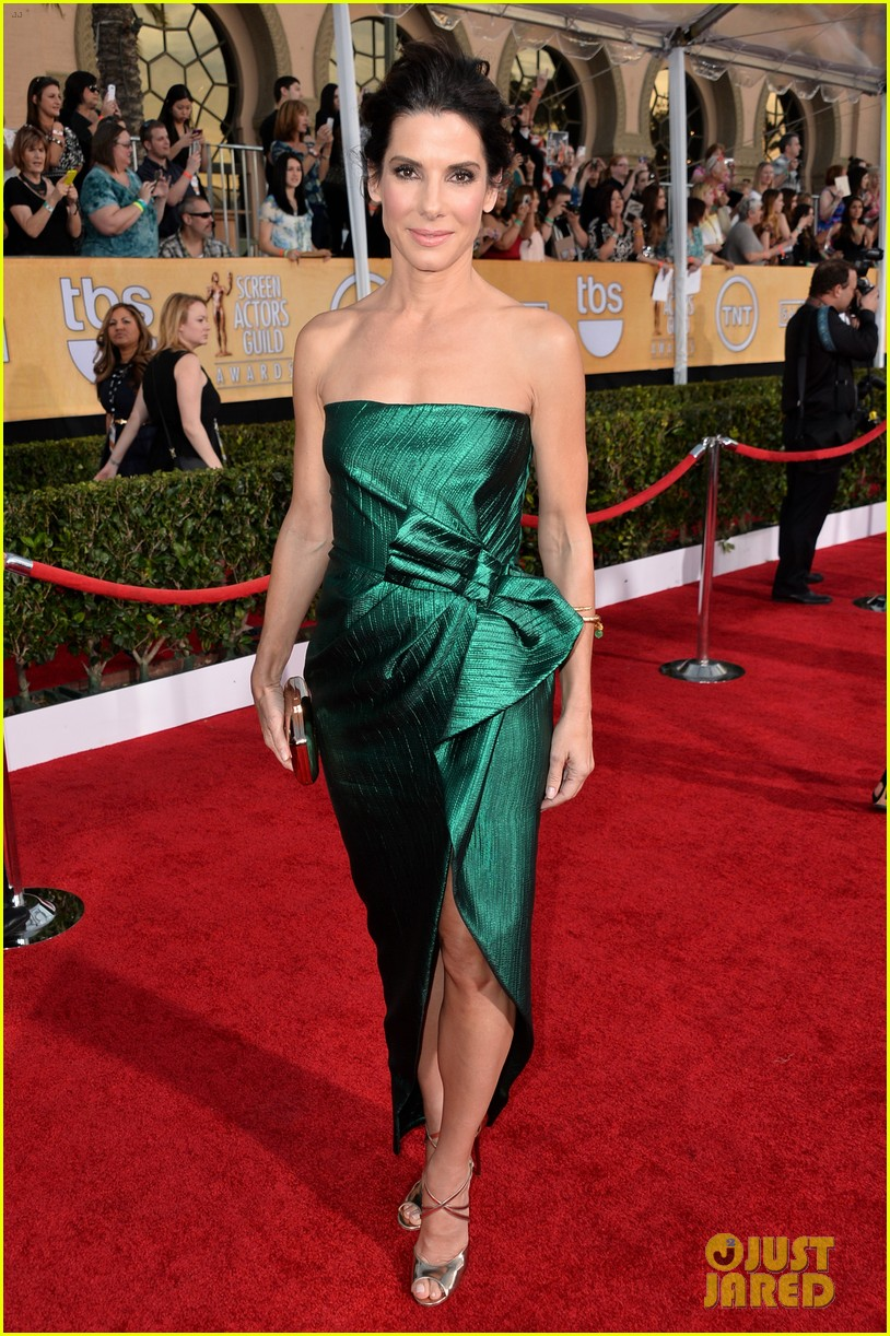 sandra bullock sag awards 2014 red carpet 053034837