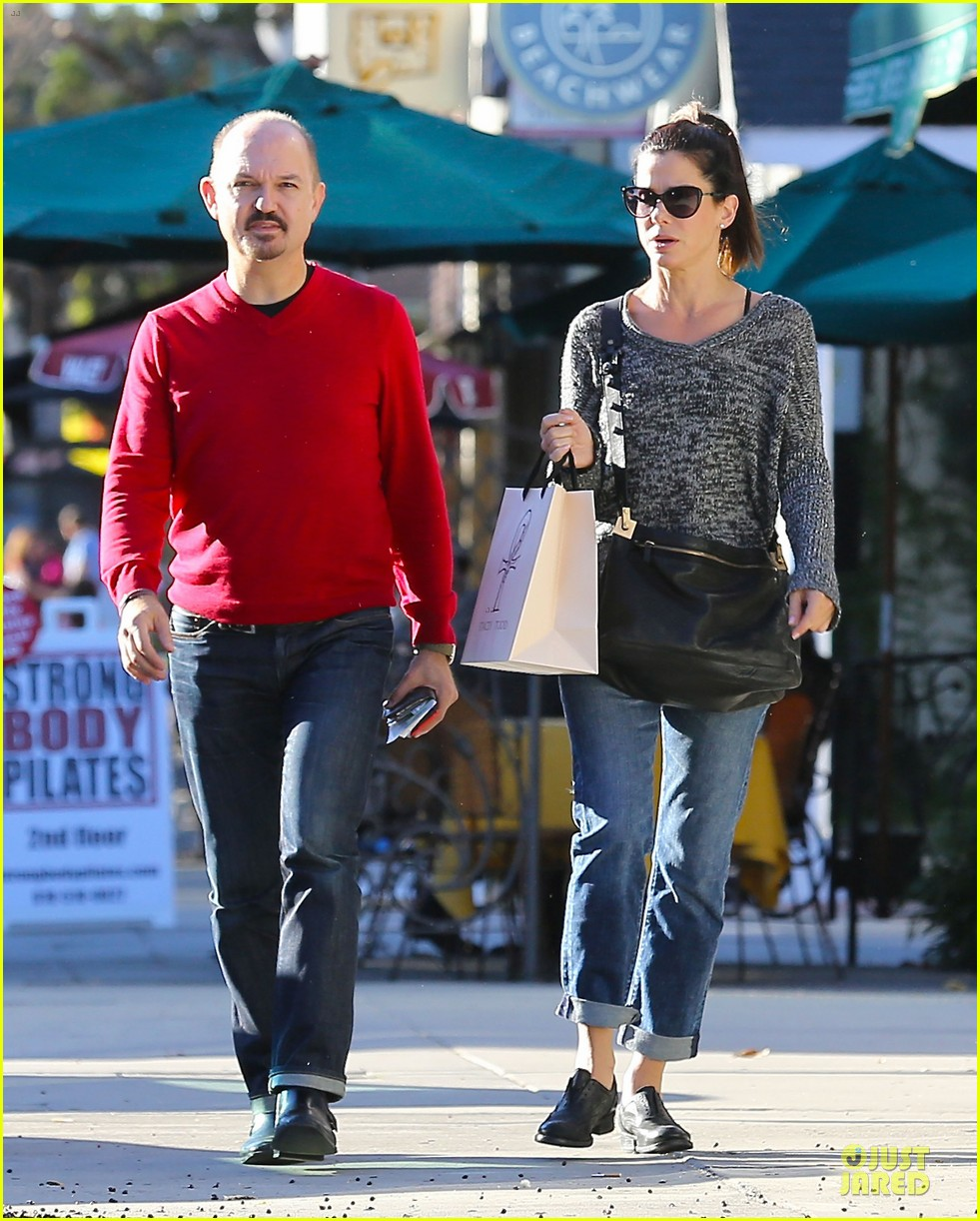 sandra bullock shopping with mystery man after golden globes 013031613