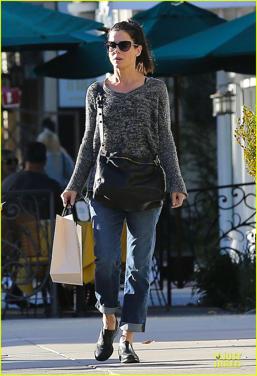 sandra bullock shopping with mystery man after golden globes 033031615