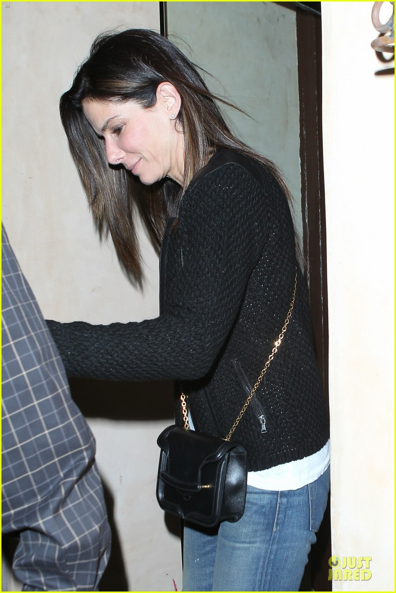 sandra bullock shopping with mystery man after golden globes 113031623
