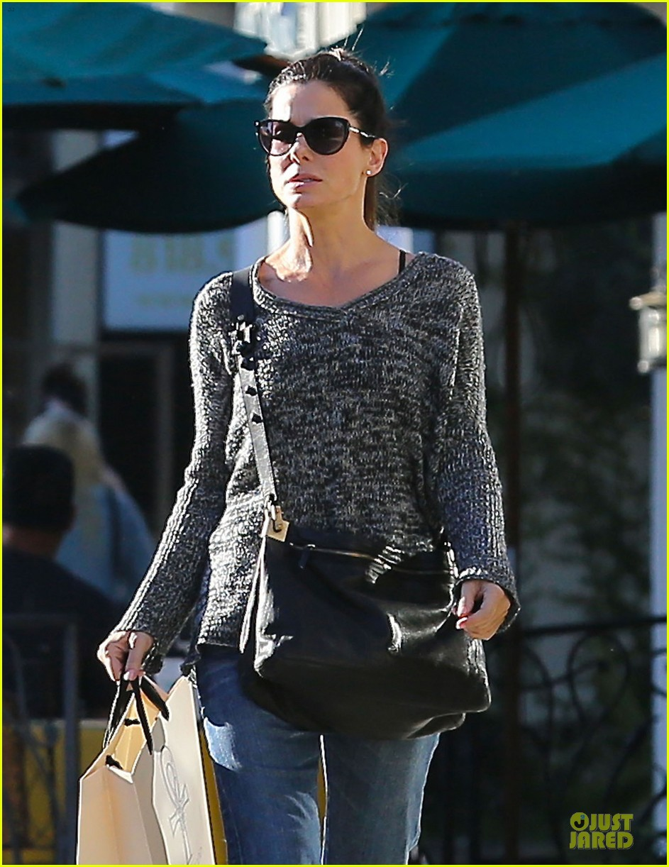 sandra bullock shopping with mystery man after golden globes 16