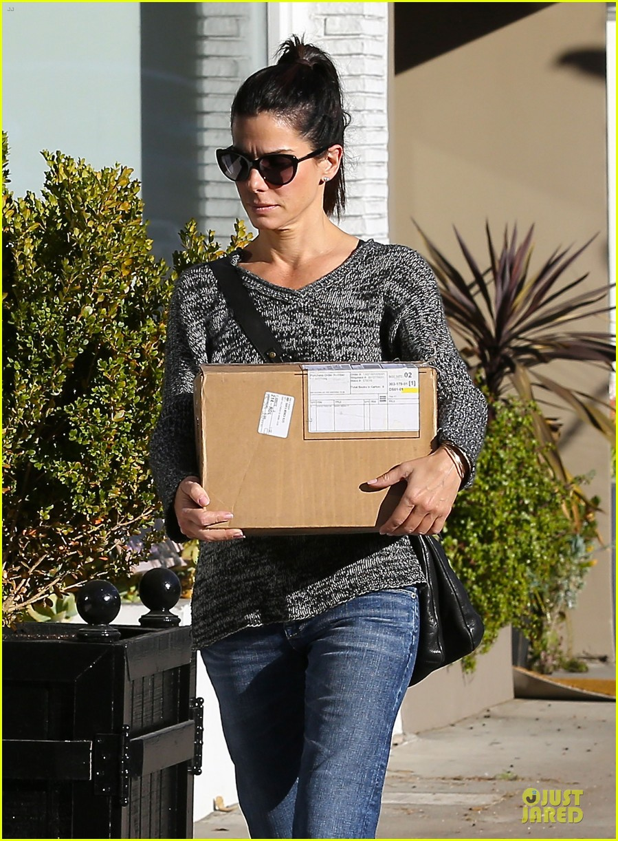 sandra bullock shopping with mystery man after golden globes 213031633