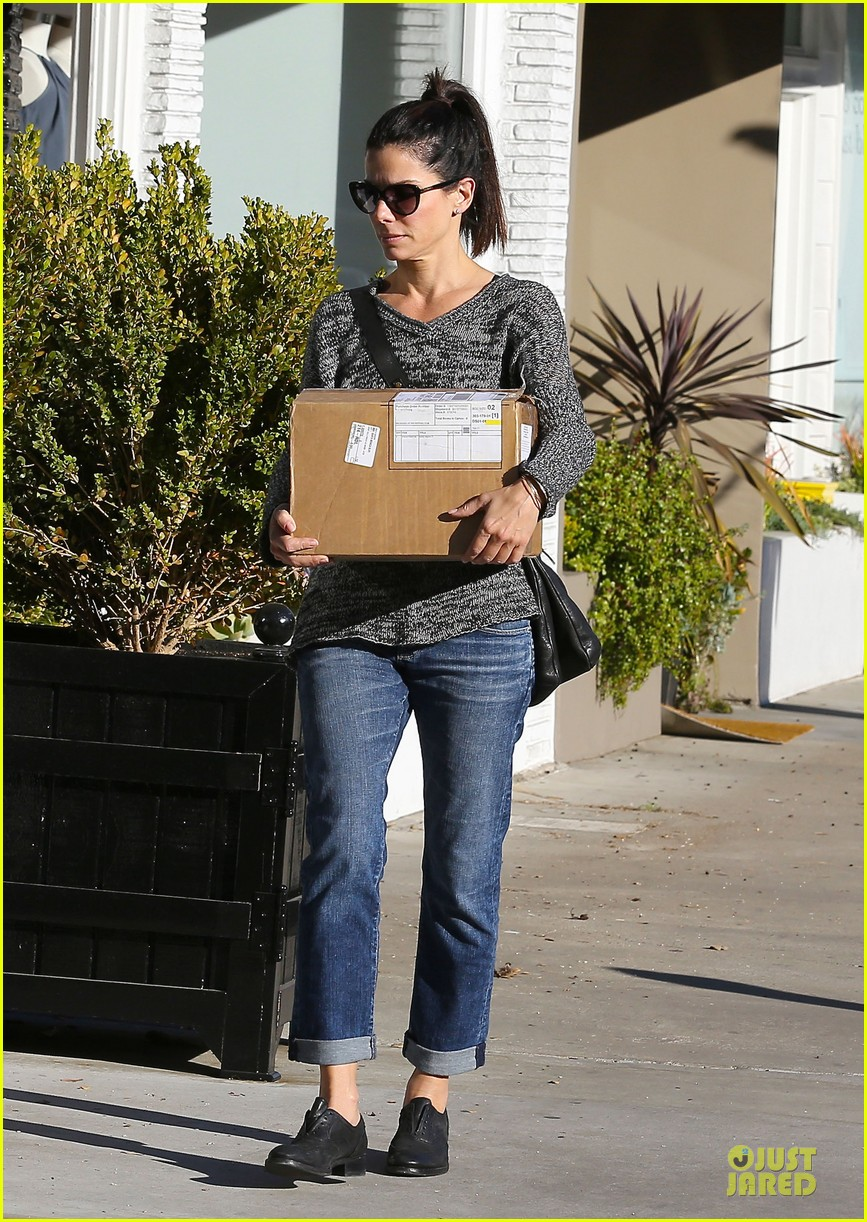 sandra bullock shopping with mystery man after golden globes 223031634