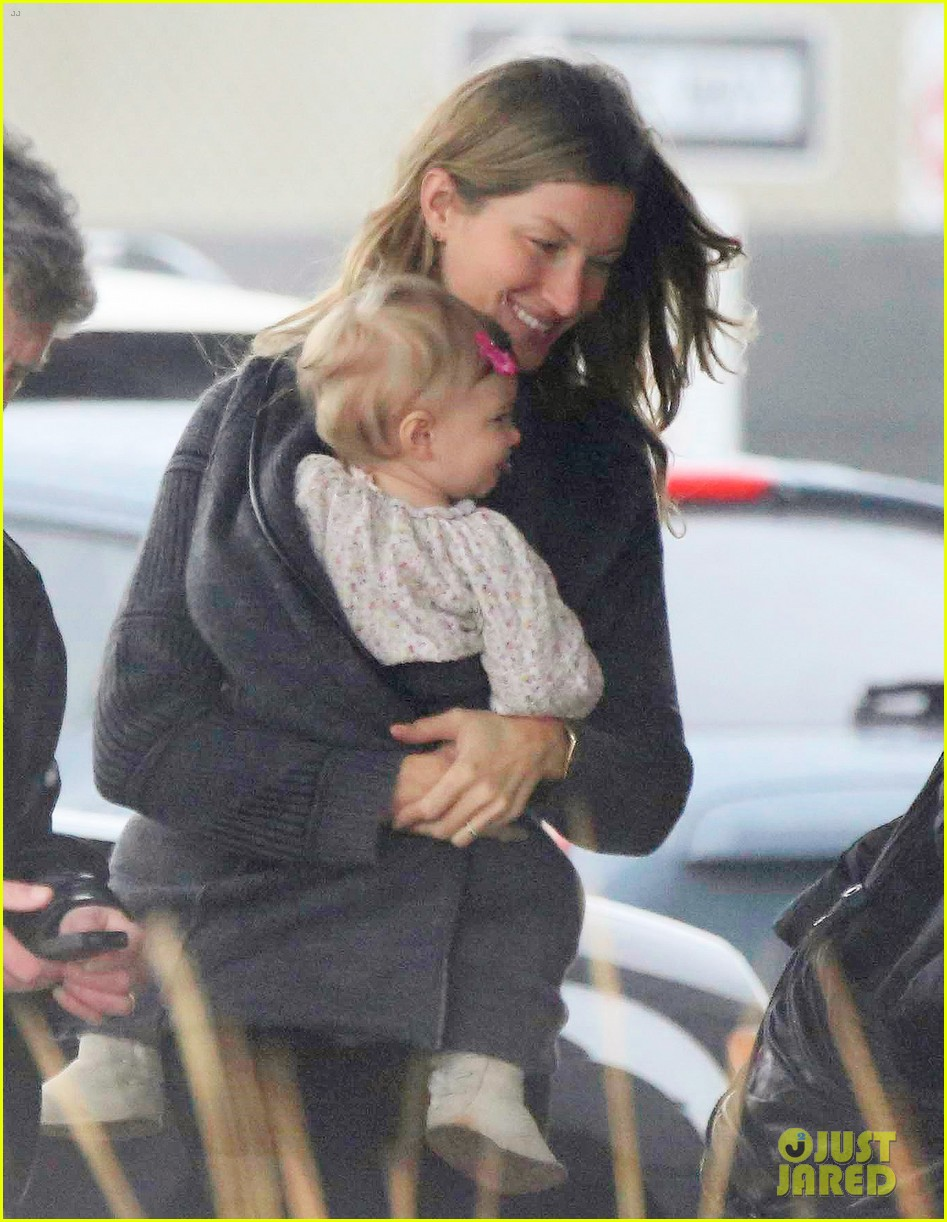 gisele bundchen baby vivian leave chilly boston together 023023853