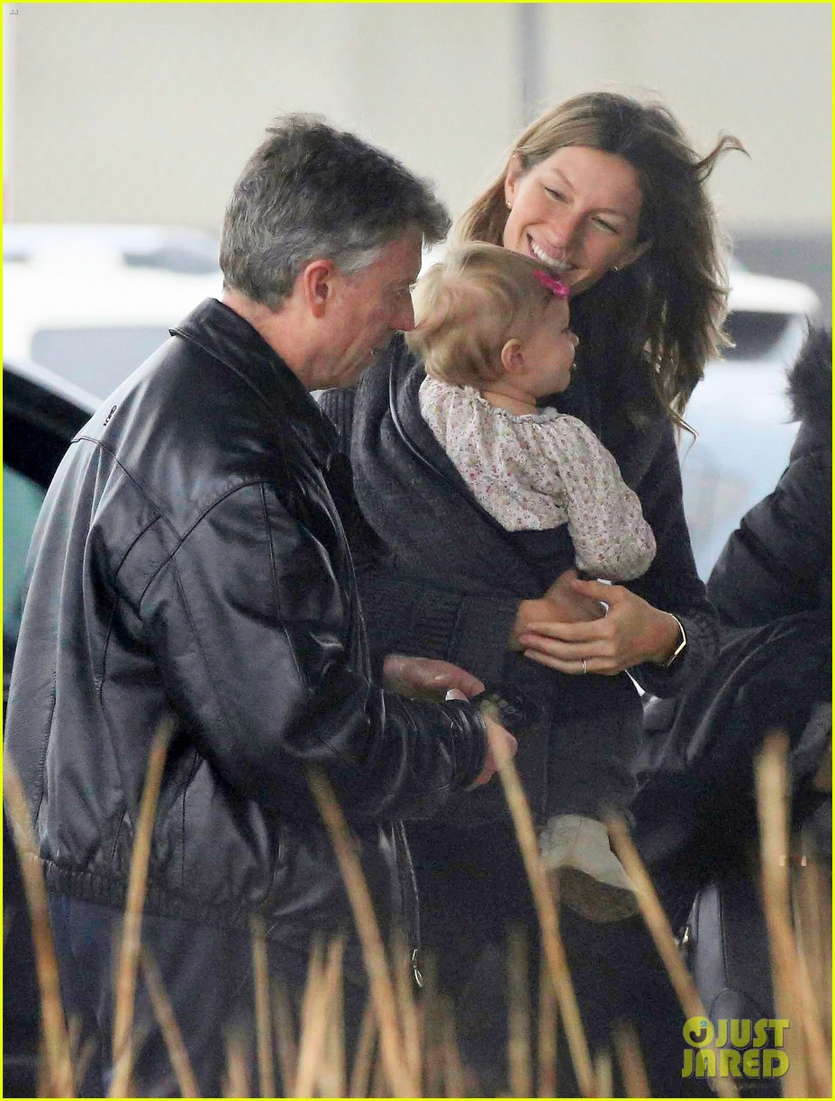 gisele bundchen baby vivian leave chilly boston together 053023856