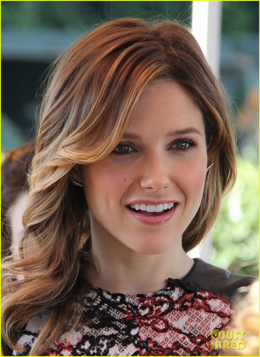 sophia bush raves about working with mariska hargitay 103036899