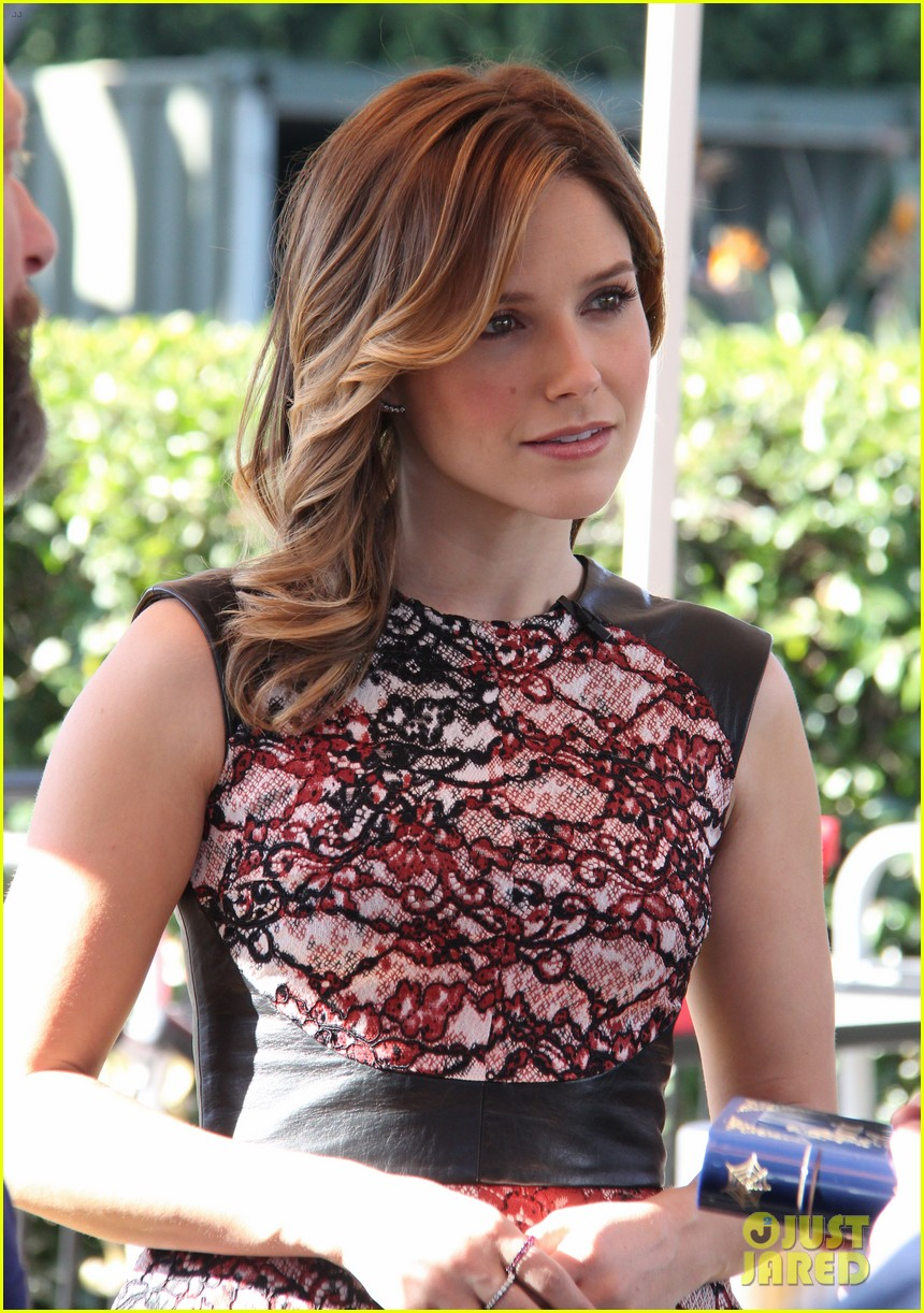 sophia bush raves about working with mariska hargitay 113036900