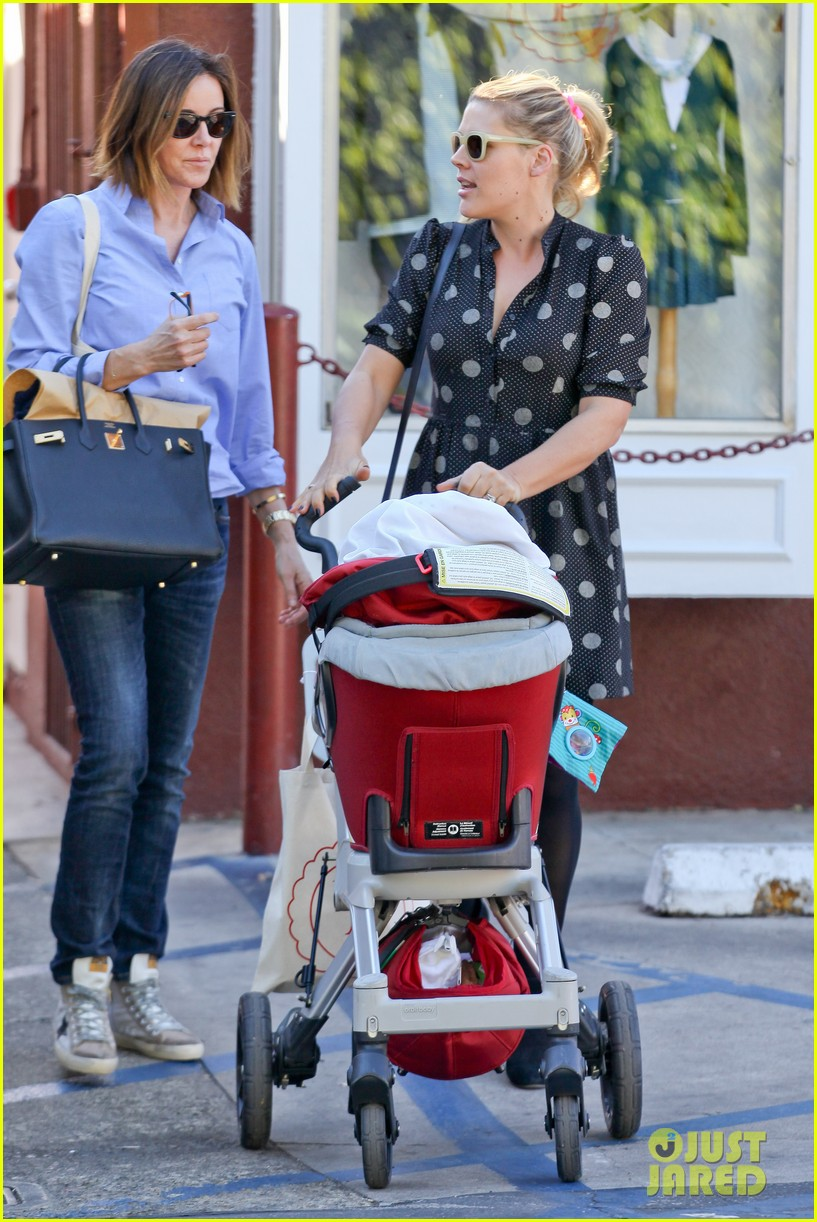 busy philipps hangs with cougar town co star christa miller 013032544