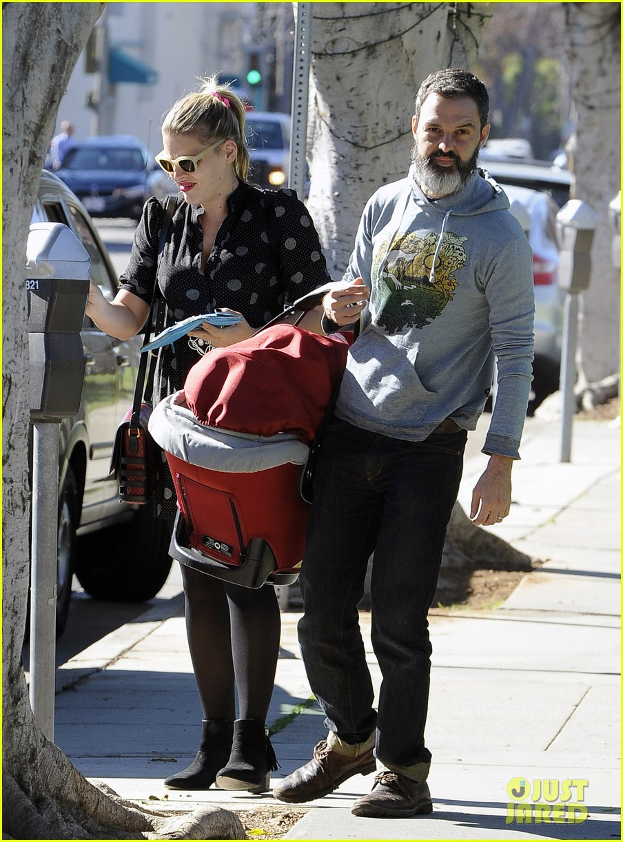 busy philipps hangs with cougar town co star christa miller 033032546