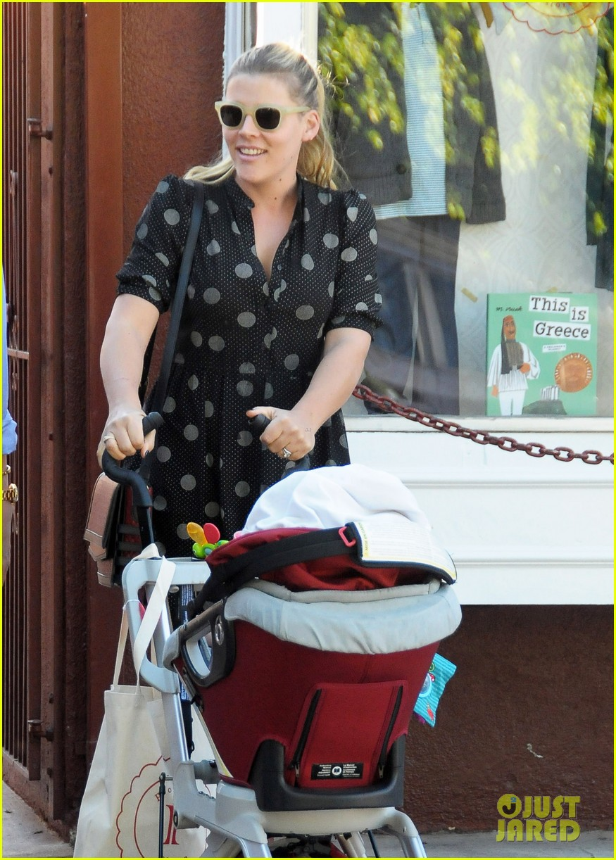 busy philipps hangs with cougar town co star christa miller 043032547
