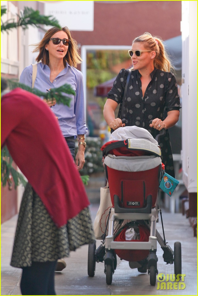 busy philipps hangs with cougar town co star christa miller 063032549