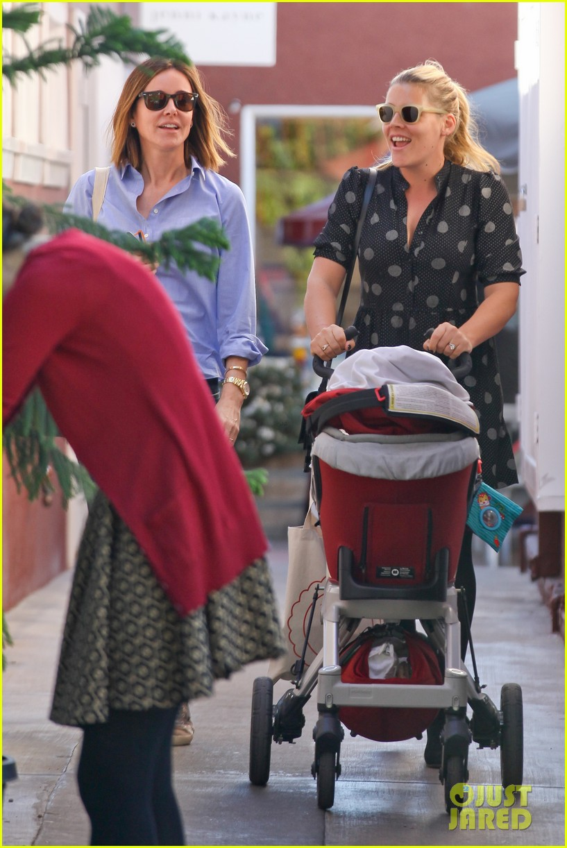busy philipps hangs with cougar town co star christa miller 103032553