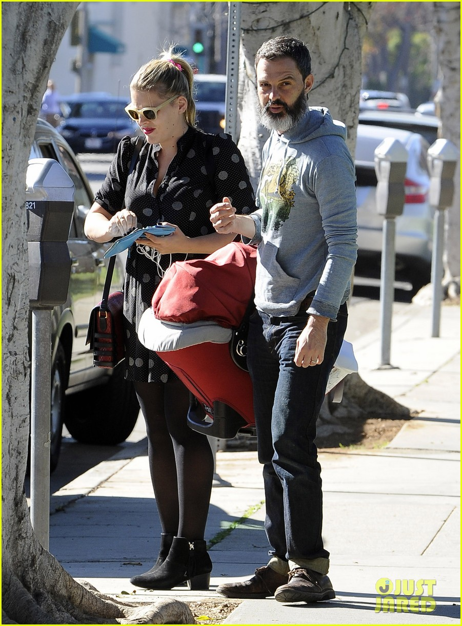 busy philipps hangs with cougar town co star christa miller 113032554