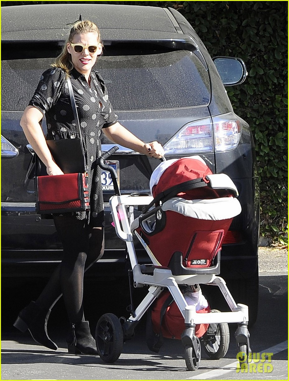 busy philipps hangs with cougar town co star christa miller 173032560