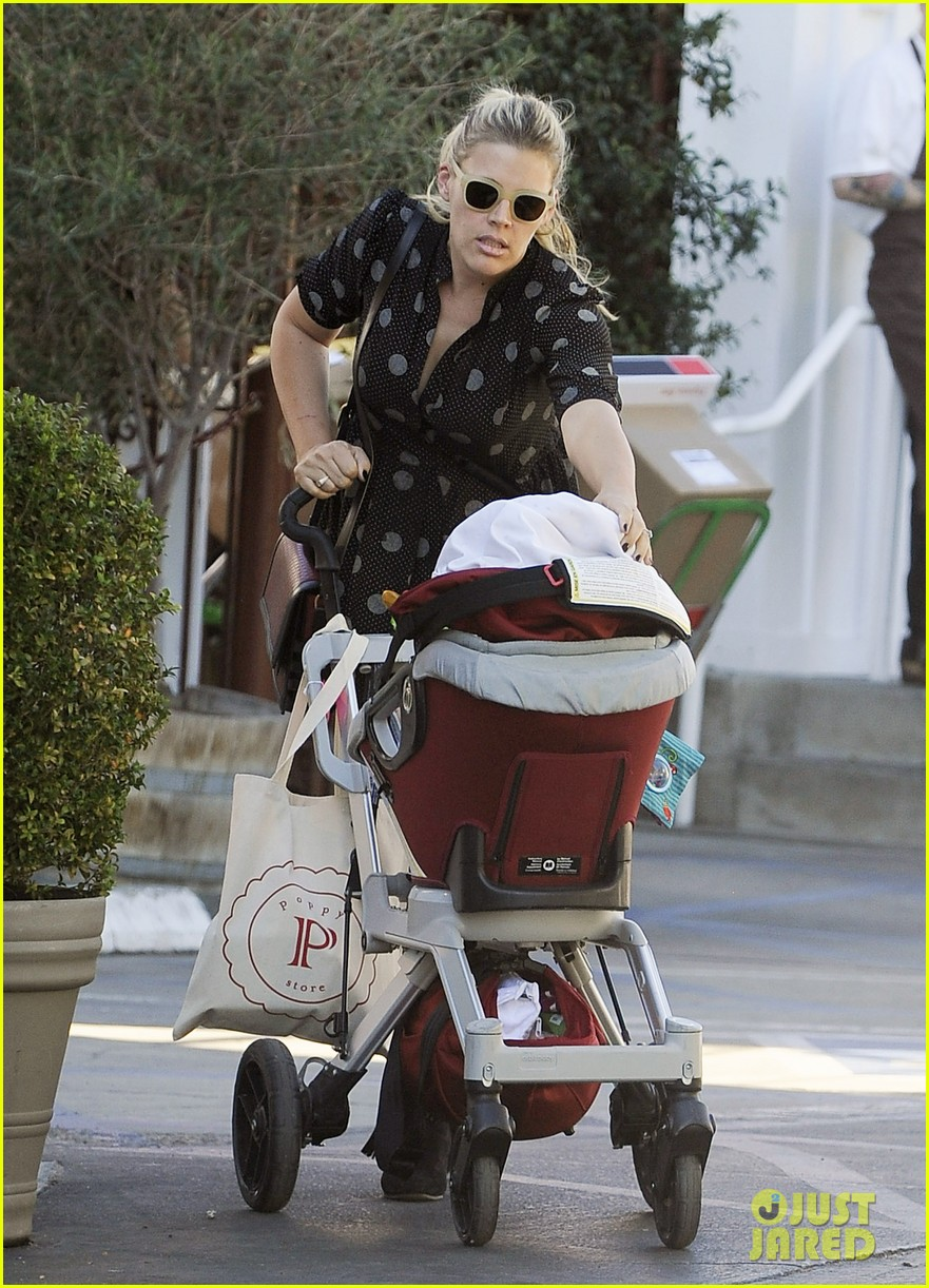 busy philipps hangs with cougar town co star christa miller 203032563