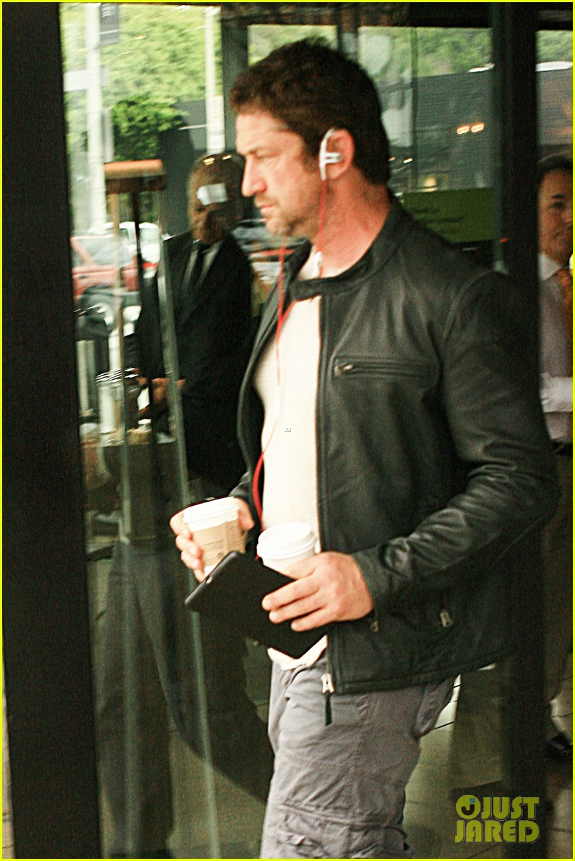 gerard butler steps out as gods of egypt casts more actors 103044420