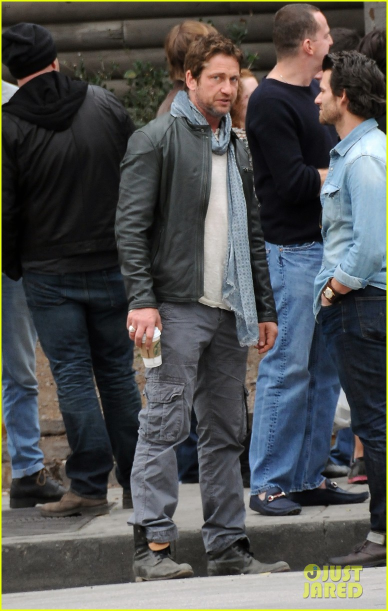 gerard butler steps out as gods of egypt casts more actors 173044427