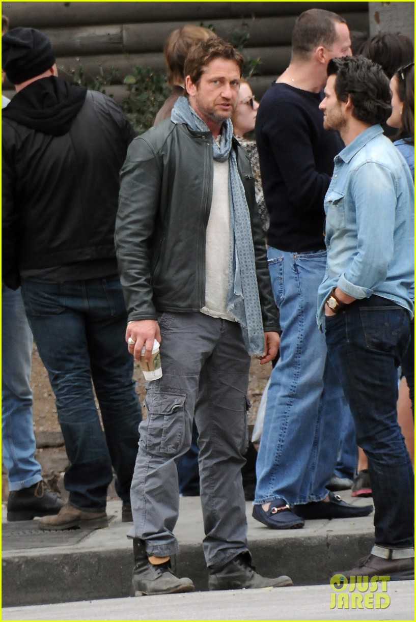 gerard butler steps out as gods of egypt casts more actors 263044436