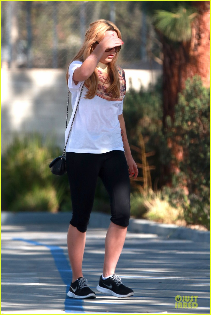 amanda bynes stops at gas station for rolling paper 183042951