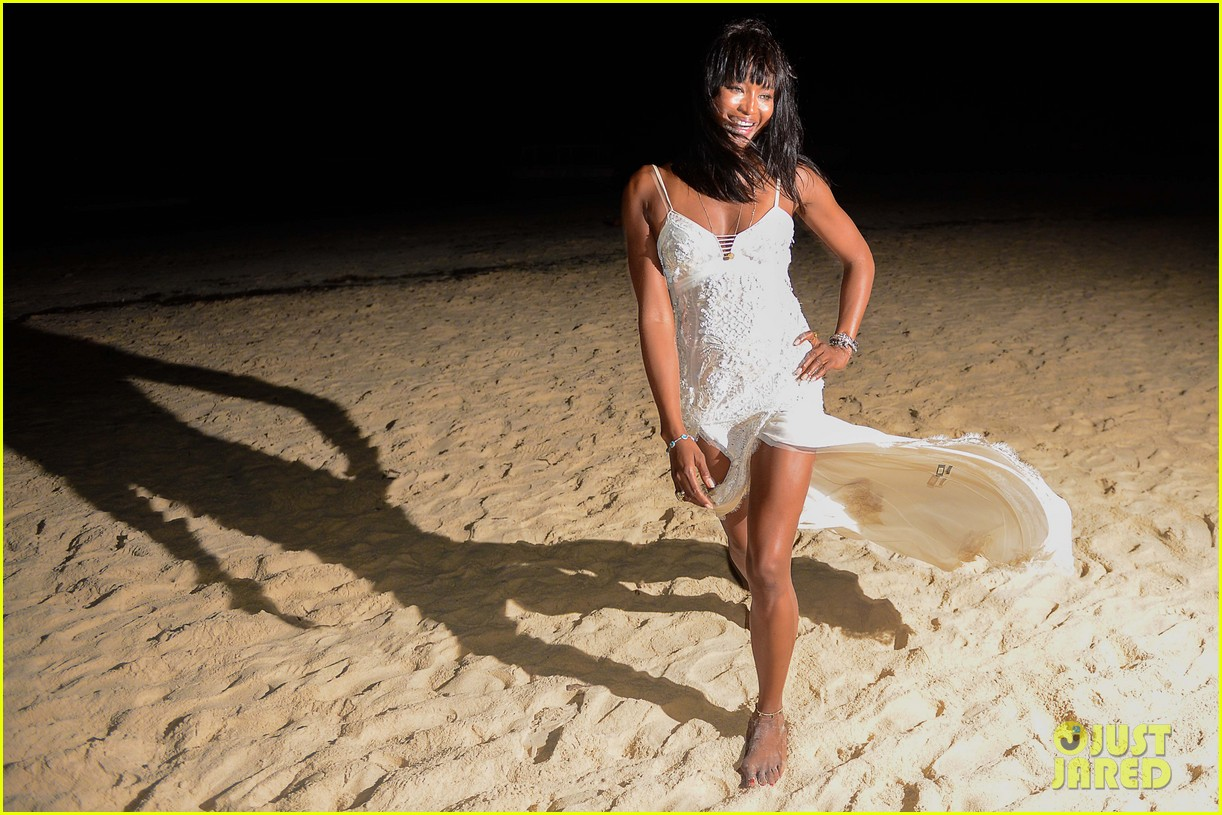naomi campbell new years eve on the beach in kenya 01