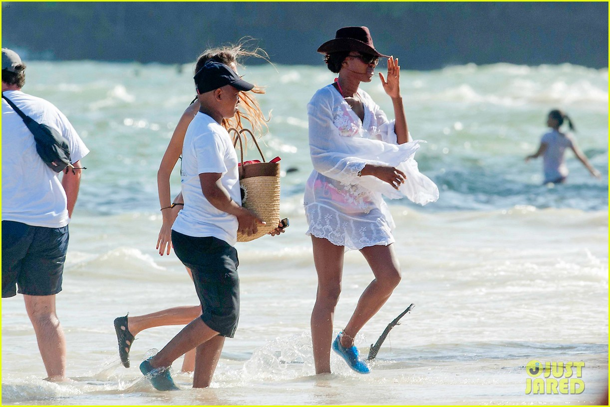 naomi campbell new years eve on the beach in kenya 123021281