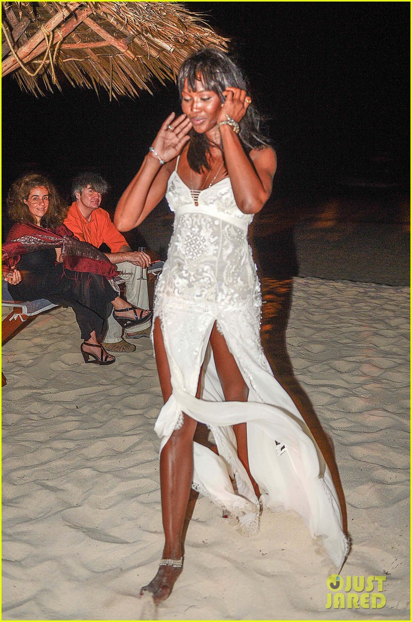 naomi campbell new years eve on the beach in kenya 17