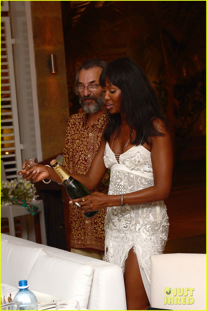 naomi campbell new years eve on the beach in kenya 23
