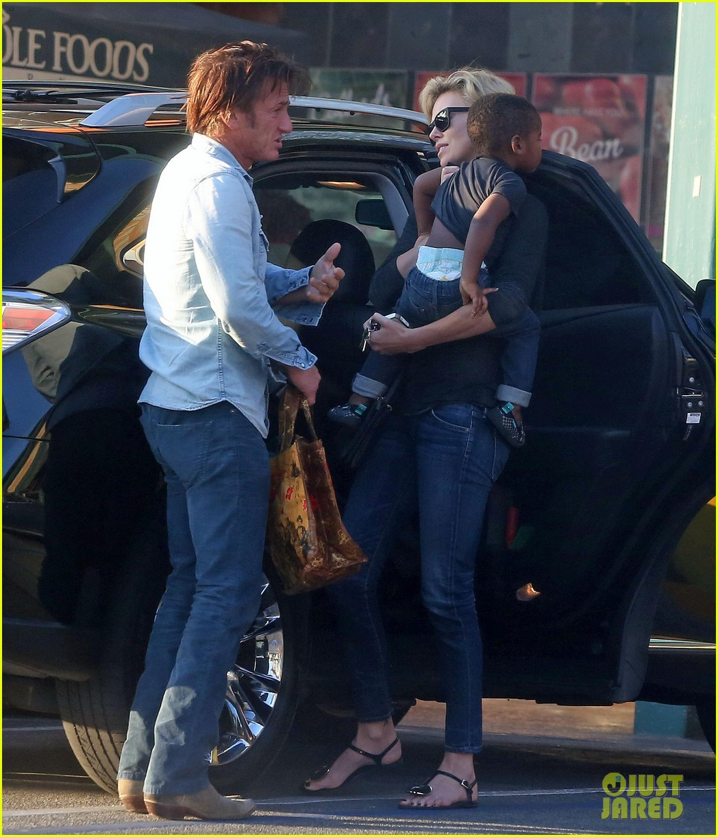 sean penn makes funny faces for charlize therons son 213038614