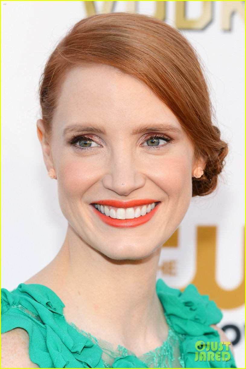 jessica chastain critics choice movie awards 2014 red carpet 023032897