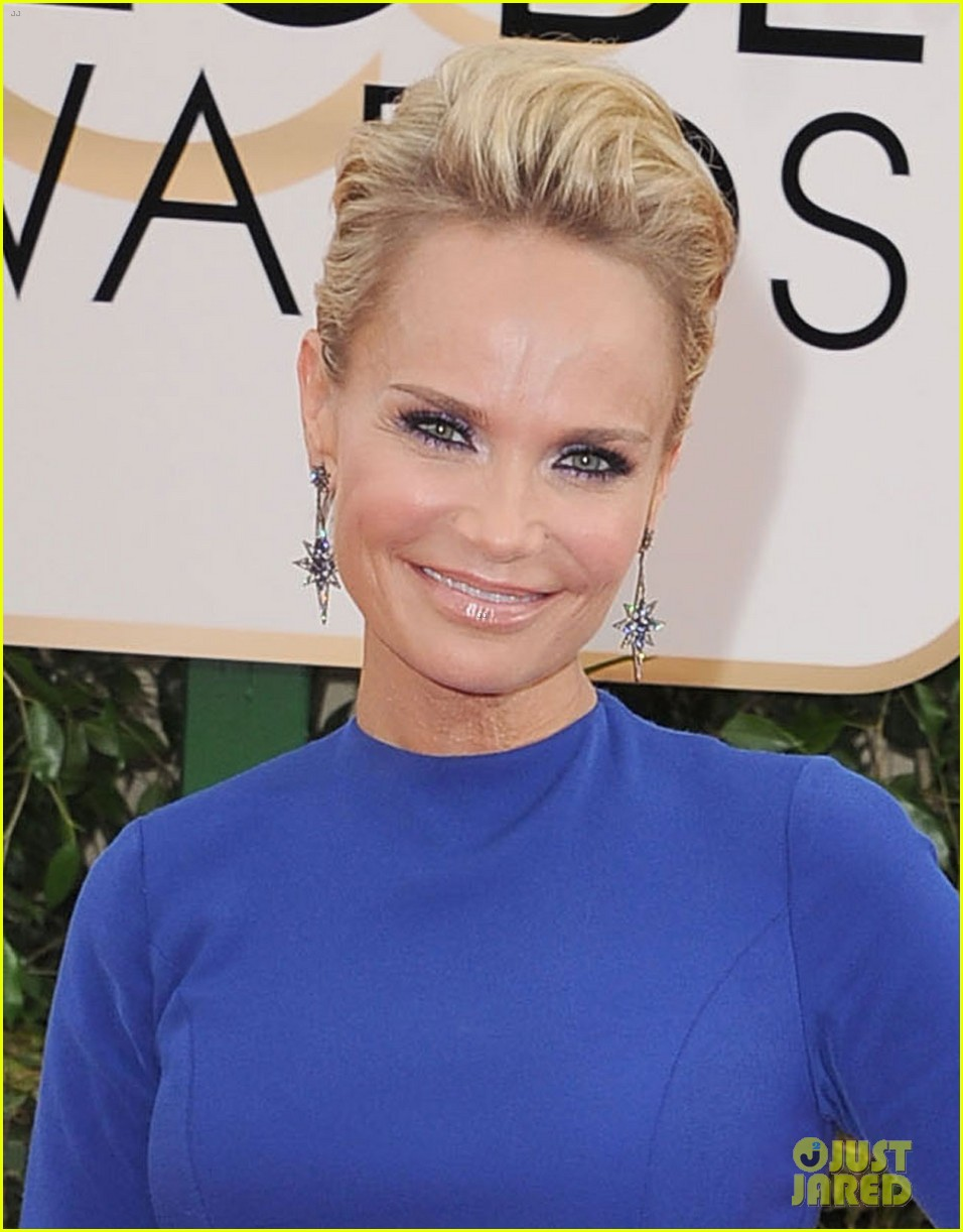 kristin chenoweth supports dana brunetti at golden globes 2014 033029543