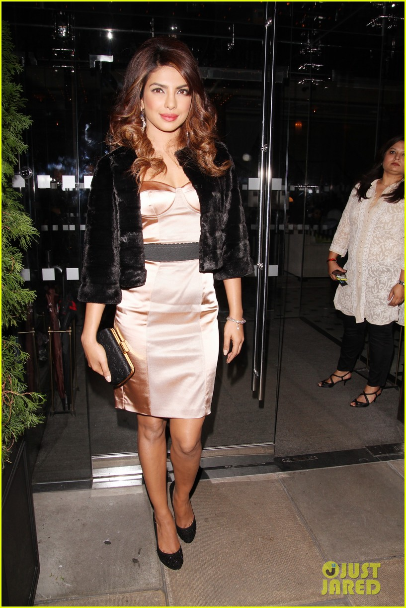 priyanka chopra guess vip dinner with david gandy 093036707