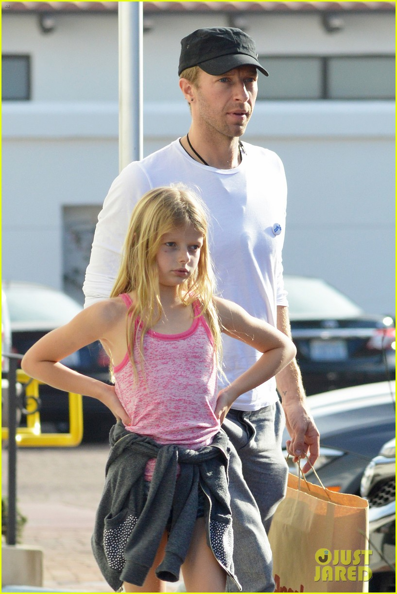 chris martin father daughter day with apple 023040610
