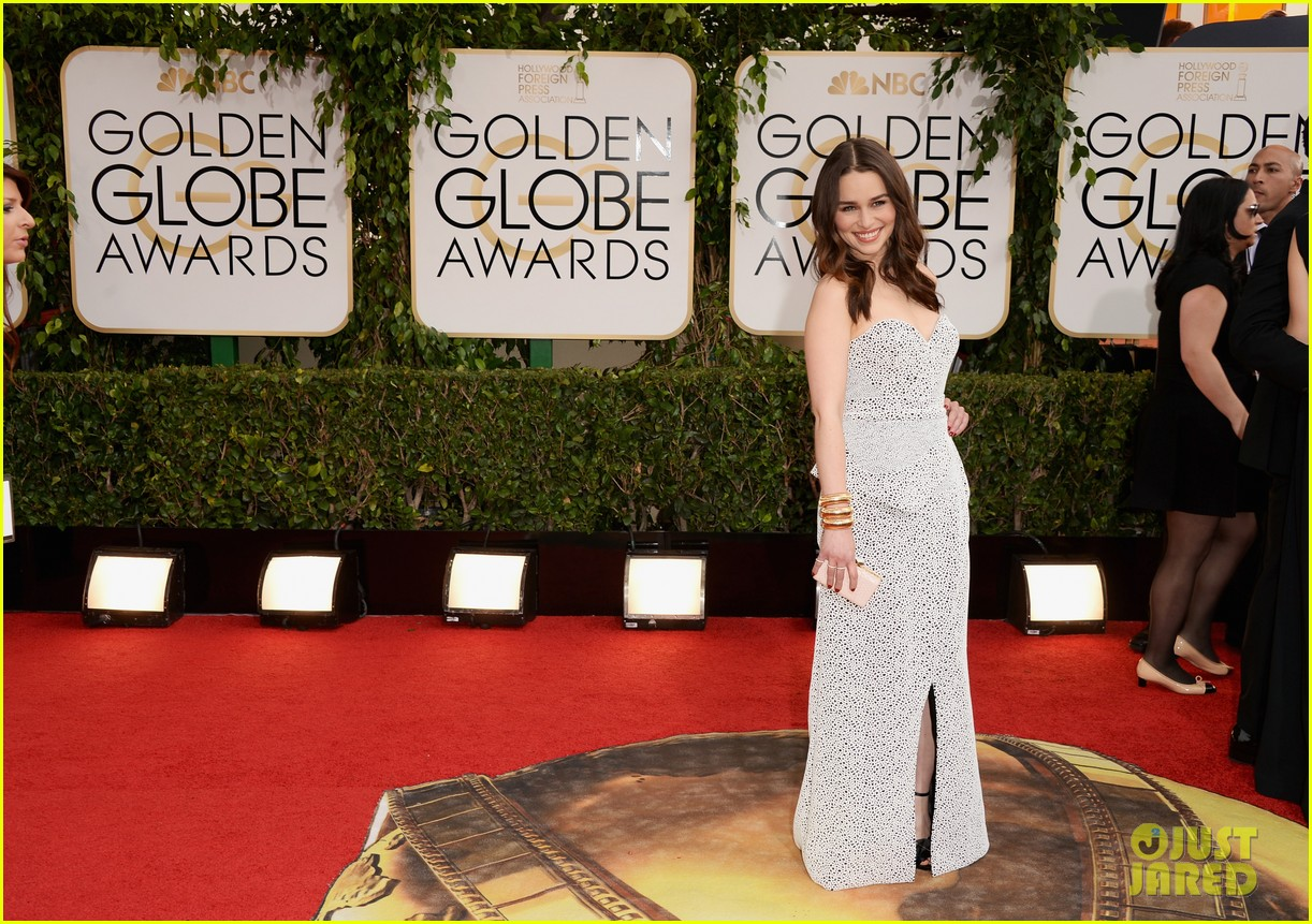 emilia clarke golden globes 2014 red carpet 043029194