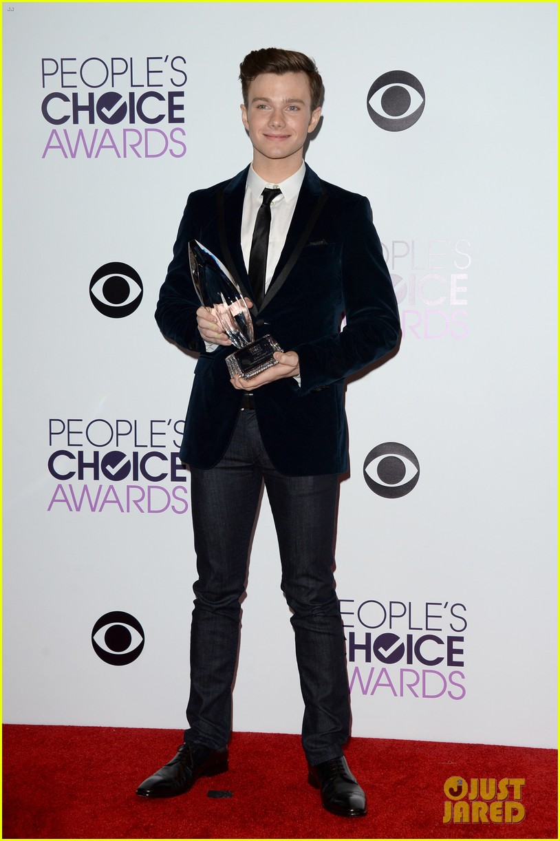 chris colfer wins favorite comedic tv actor at pcas 2014 013025801