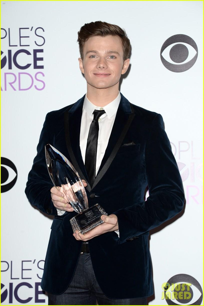 chris colfer wins favorite comedic tv actor at pcas 2014 033025803