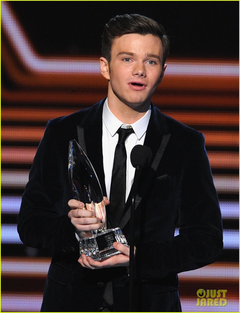 chris colfer wins favorite comedic tv actor at pcas 2014 053025805