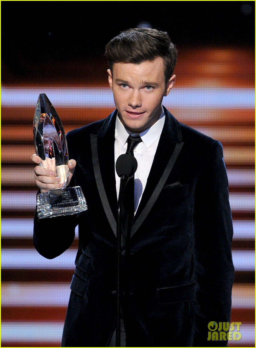 chris colfer wins favorite comedic tv actor at pcas 2014 063025806