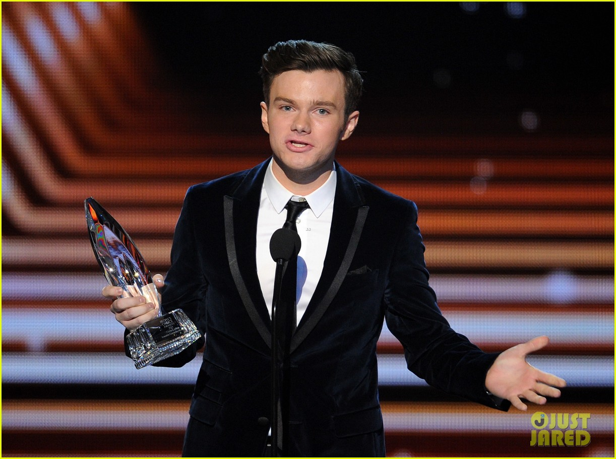 chris colfer wins favorite comedic tv actor at pcas 2014 07
