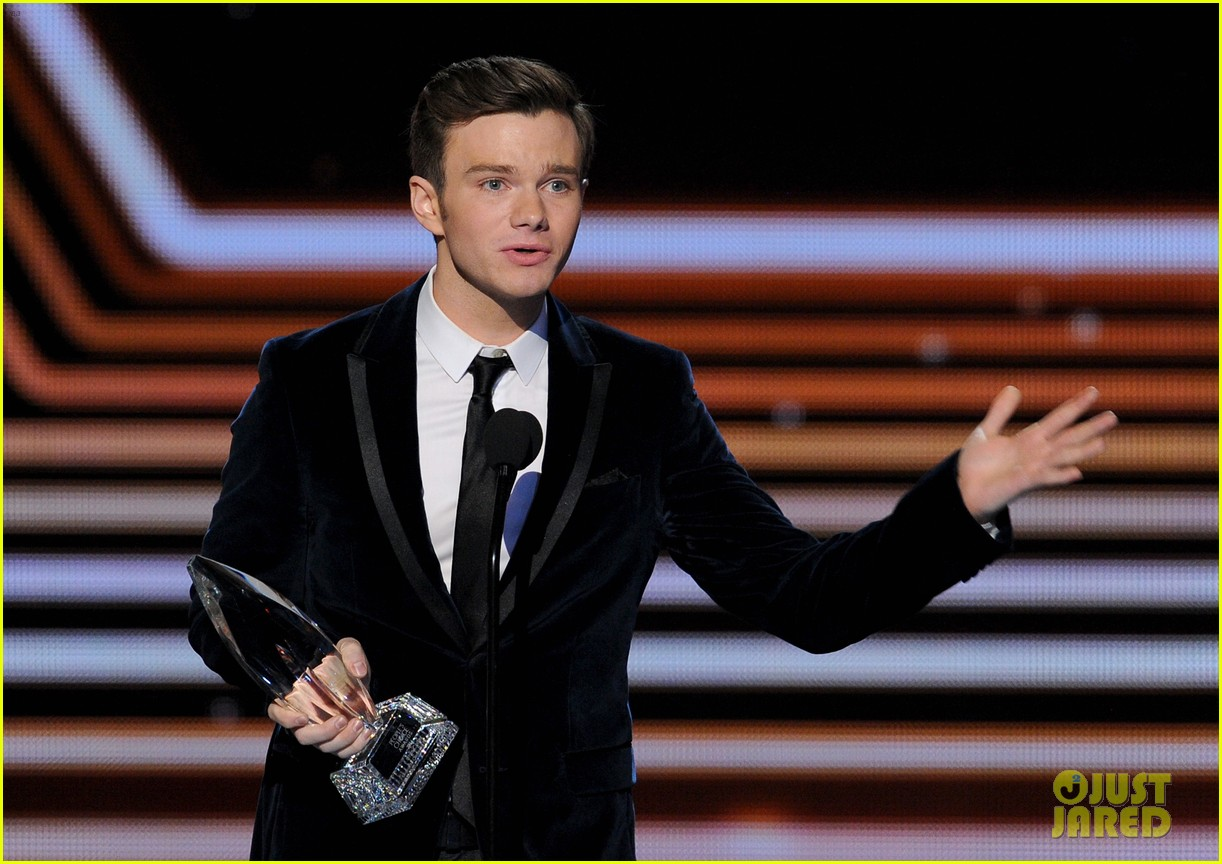 chris colfer wins favorite comedic tv actor at pcas 2014 093025809
