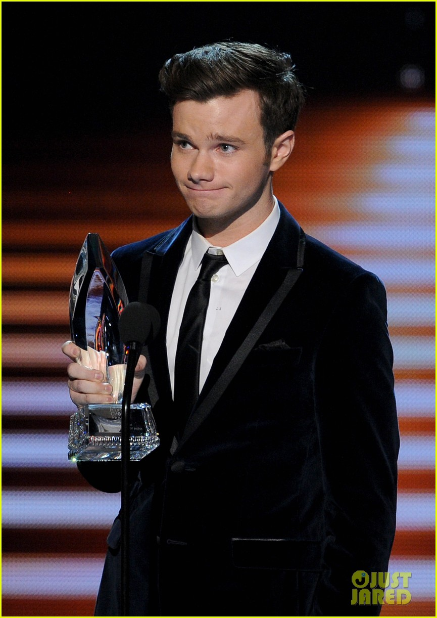 chris colfer wins favorite comedic tv actor at pcas 2014 103025810