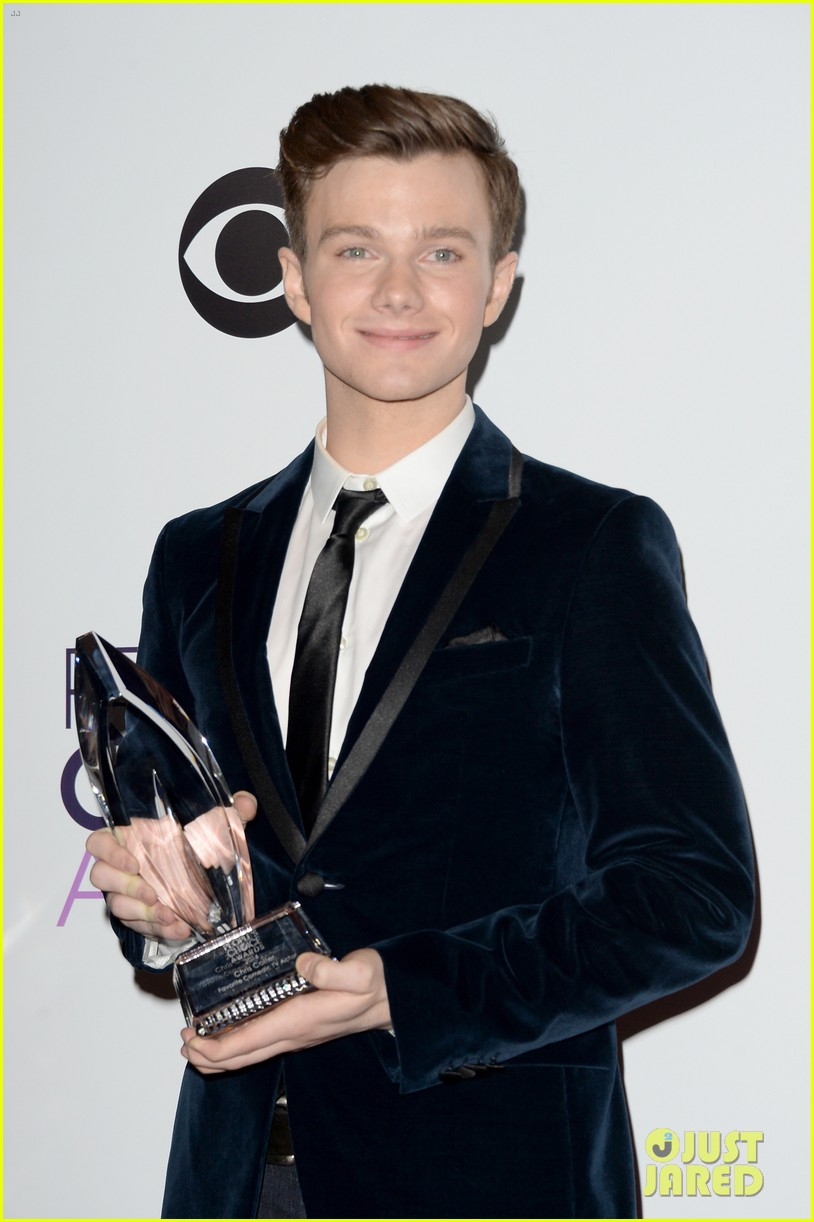 chris colfer wins favorite comedic tv actor at pcas 2014 113025811