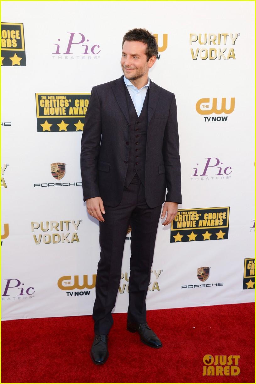 bradley cooper critics choice movie awards 2014 red carpet 013032938