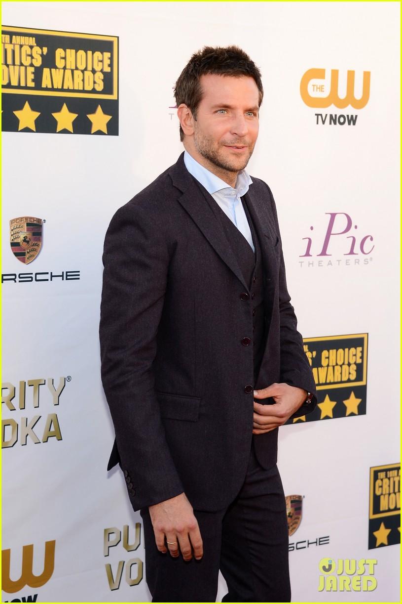 bradley cooper critics choice movie awards 2014 red carpet 023032939