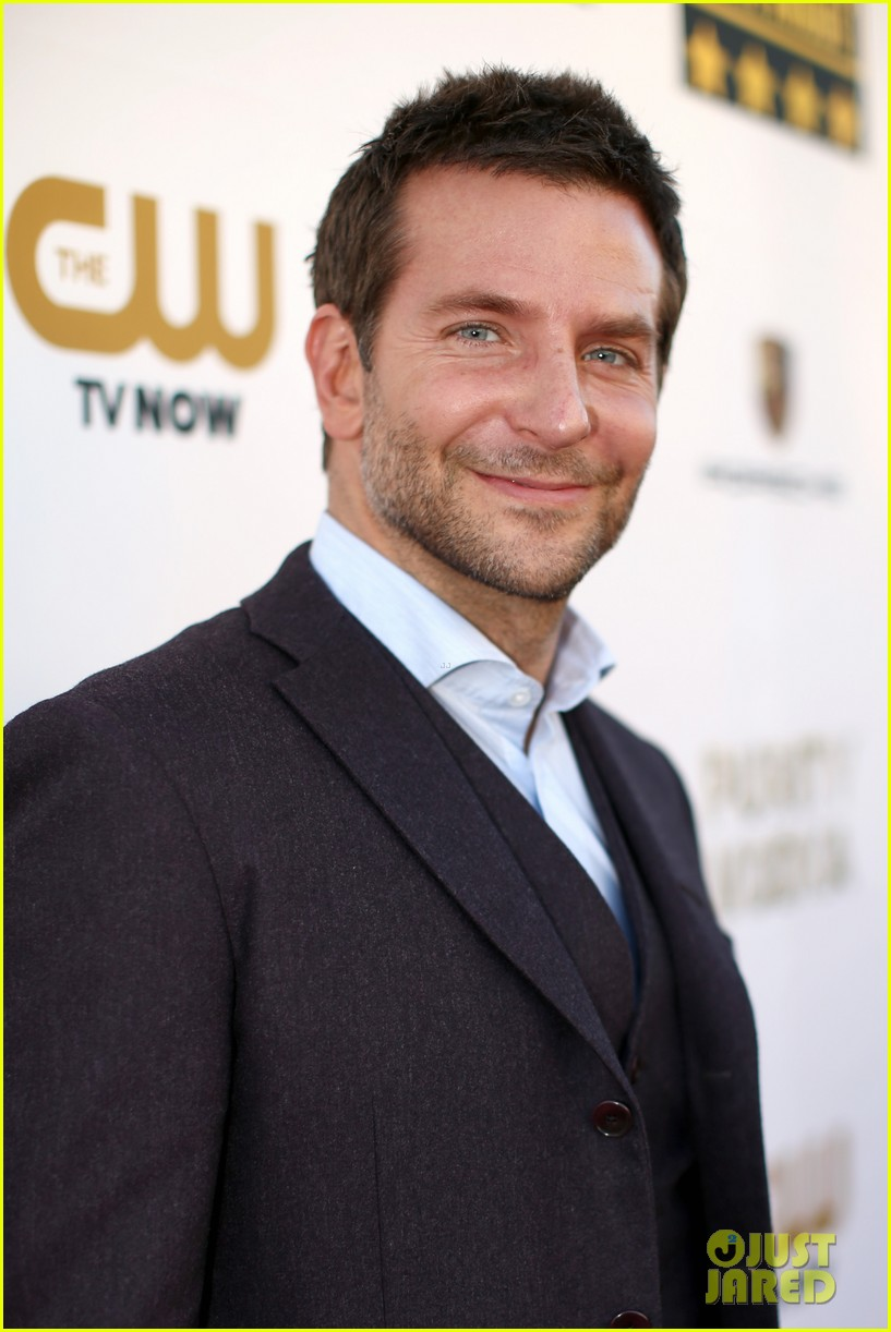 bradley cooper critics choice movie awards 2014 red carpet 06