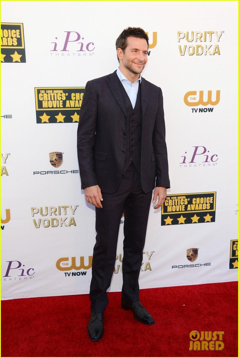 bradley cooper critics choice movie awards 2014 red carpet 083032945