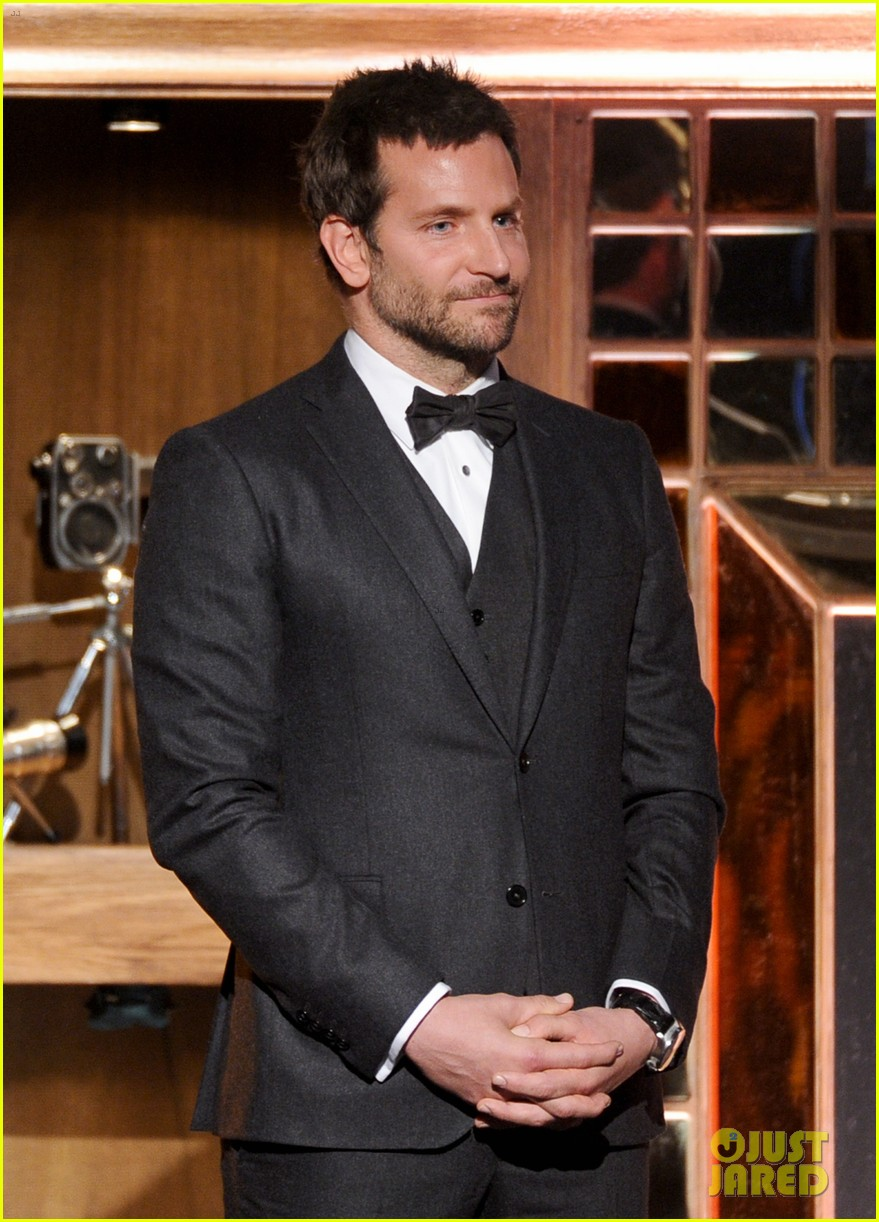 bradley cooper honors david o russell at dga awards 2014 053040364