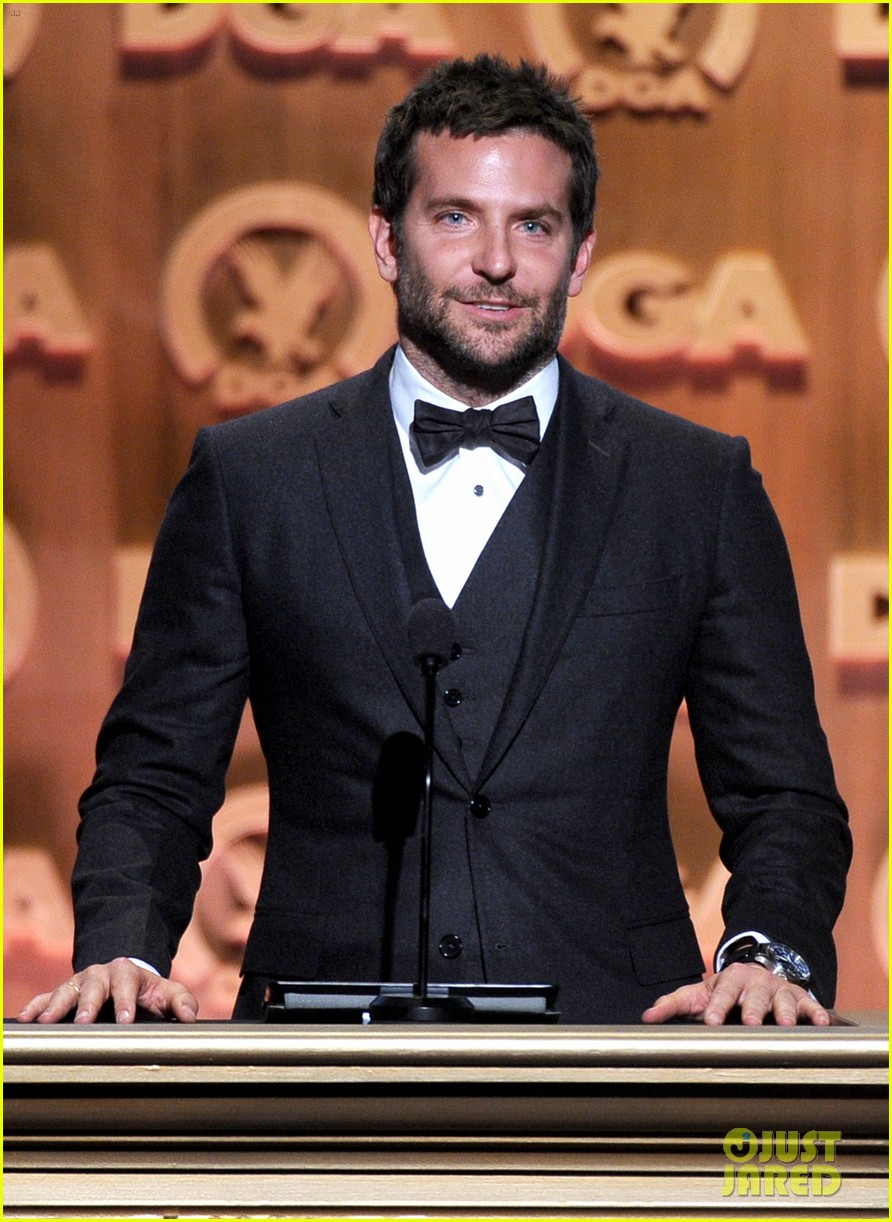 bradley cooper honors david o russell at dga awards 2014 06